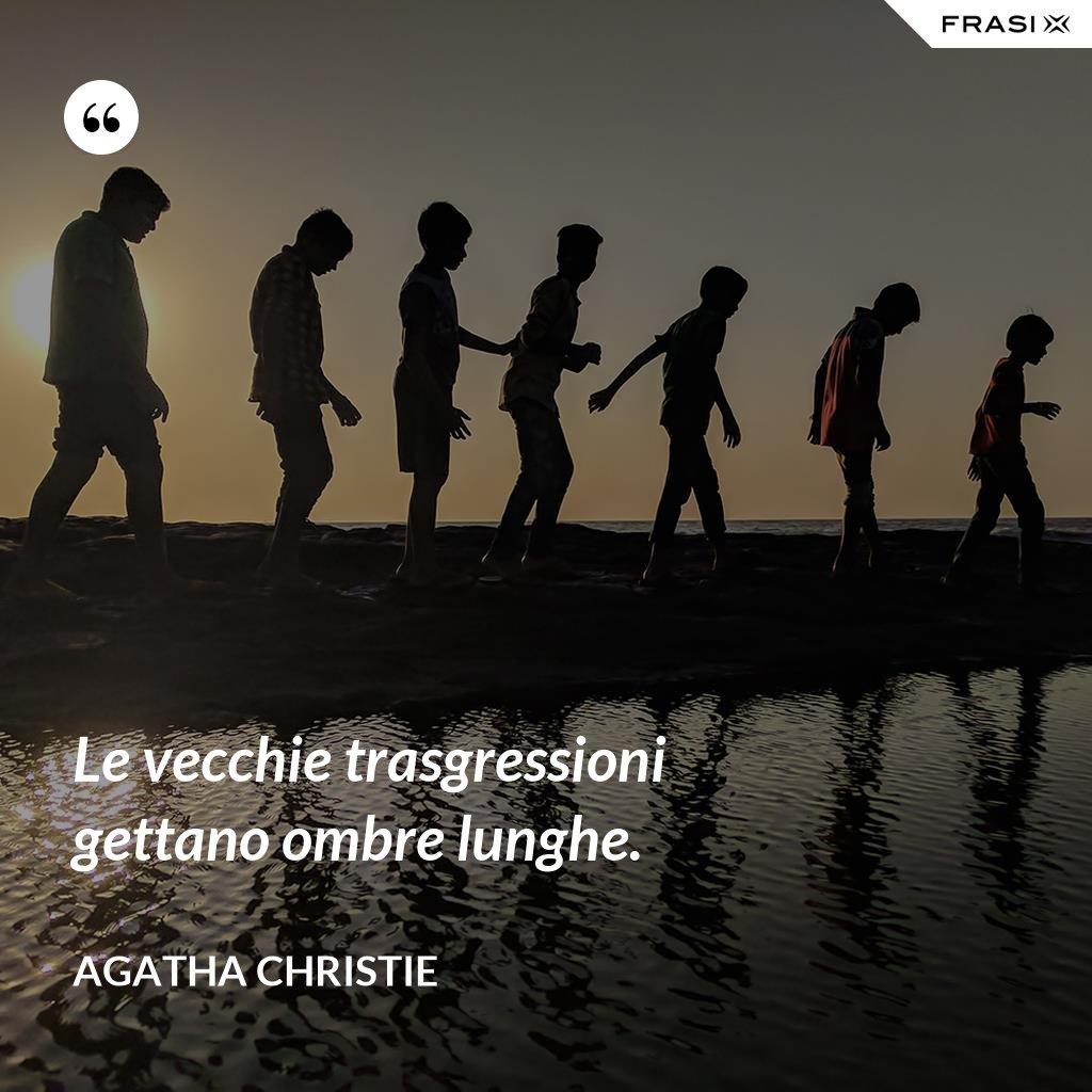 Le vecchie trasgressioni gettano ombre lunghe. - Agatha Christie