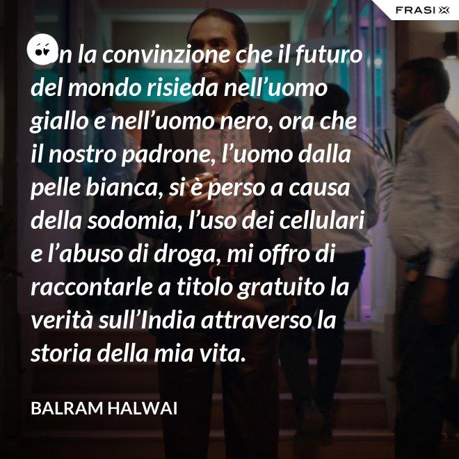 Con la convinzione che il futuro del mondo risieda nell'uomo giallo e nell'uomo nero, ora che il nostro padrone, l'uomo dalla pelle bianca, si è perso a causa della sodomia, l'uso dei cellulari e l'abuso di droga, mi offro di raccontarle a titolo gratuito la verità sull'India attraverso la storia della mia vita. - Balram Halwai
