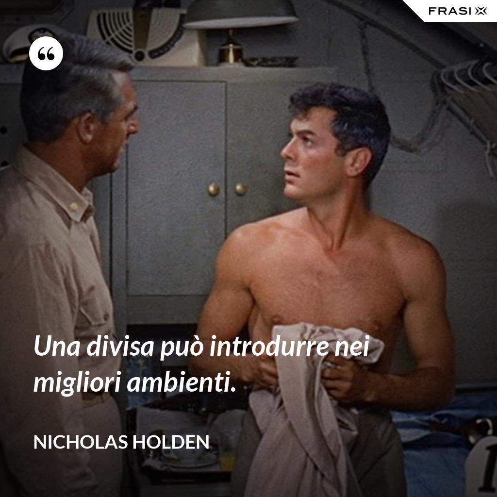 Una divisa può introdurre nei migliori ambienti. - Nicholas Holden