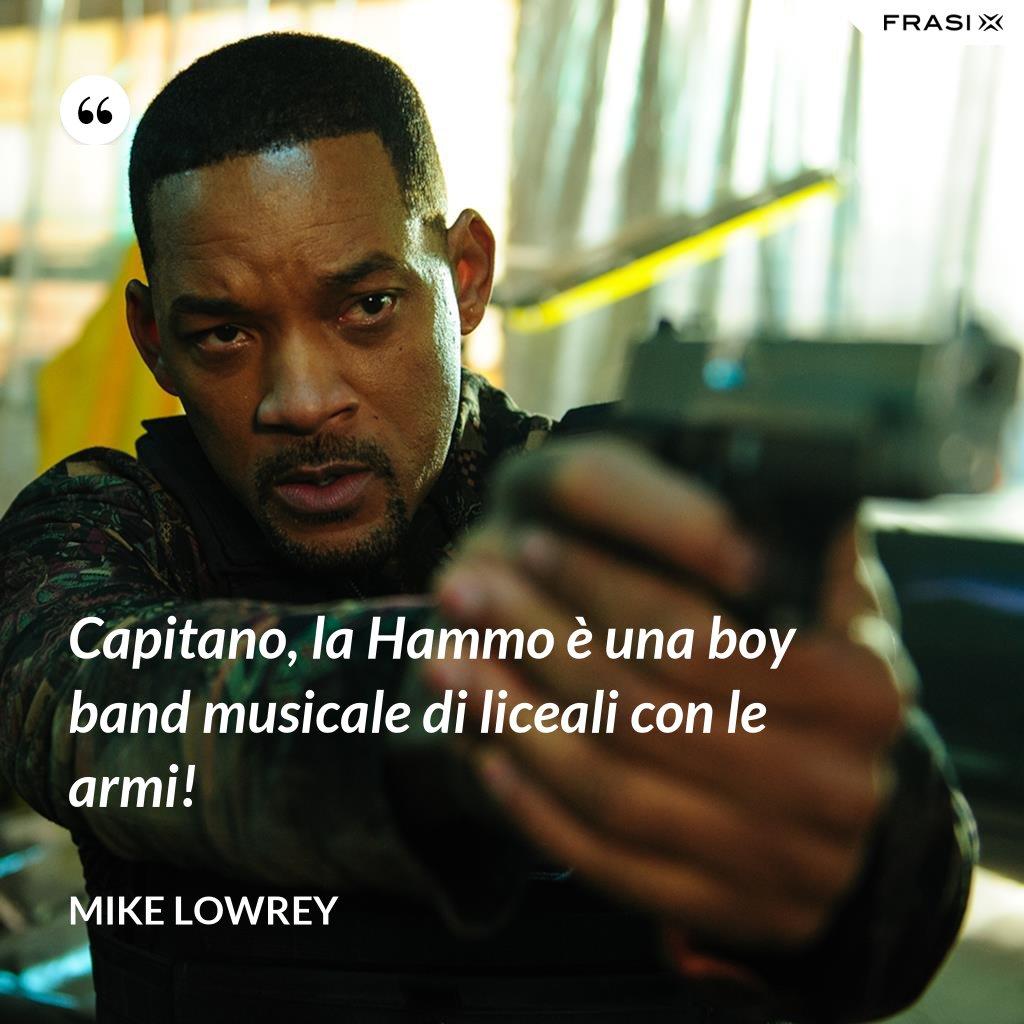 Capitano, la Hammo è una boy band musicale di liceali con le armi! - Mike Lowrey