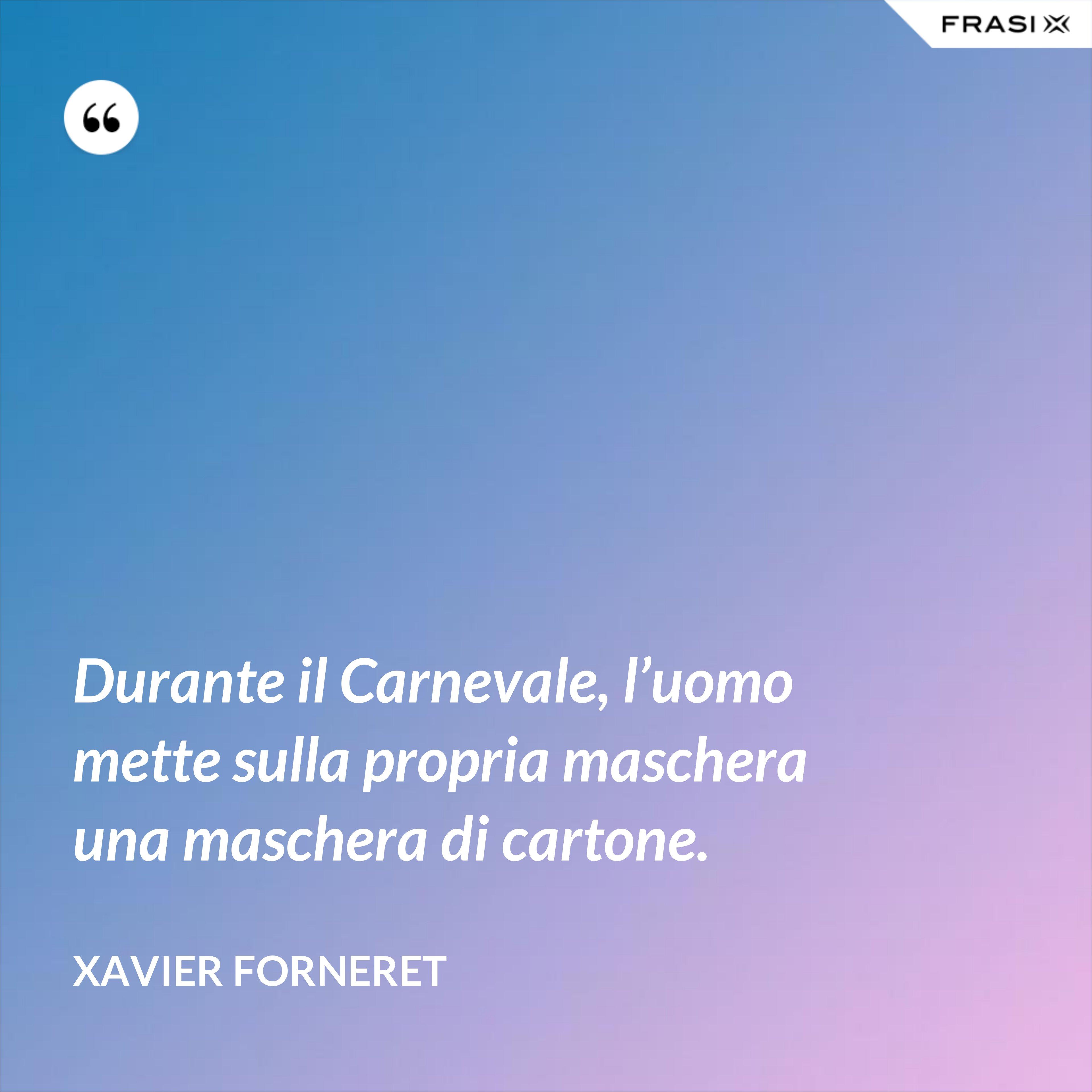 Durante il Carnevale, l'uomo mette sulla propria maschera una maschera di cartone. - Xavier Forneret